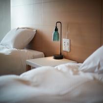ベッドサイドにライトは、光の調整も可能です