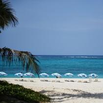 ホテルの目の前のビーチへは、お部屋から約30秒!