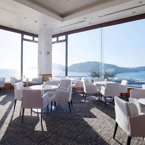 【鳥羽国際ホテル ラウンジ】  鳥羽湾を眺めながらのカフェタイムをどうぞ。