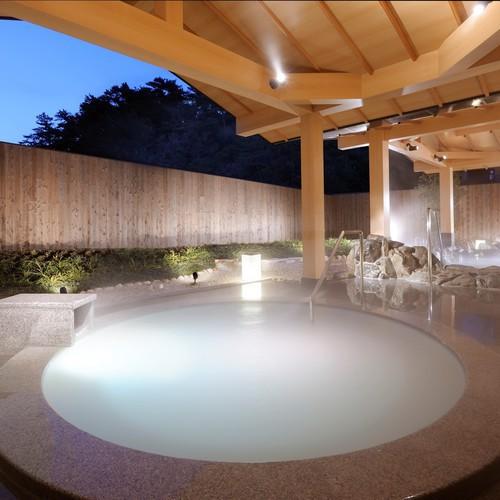【パールオーロラ風呂】ミキモト コスメティックスが、潮路亭のために開発した日本初のパールオーロラ風呂