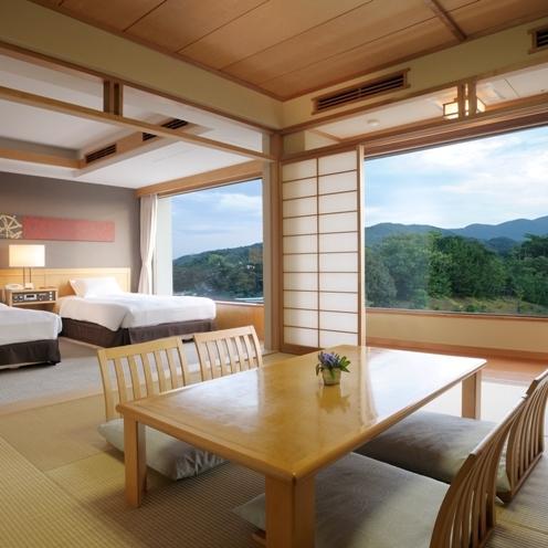 【ツイン&タタミ】ご家族連れに高い人気の、広々とした和室を備えた落ち着いた雰囲気を持つお部屋です。