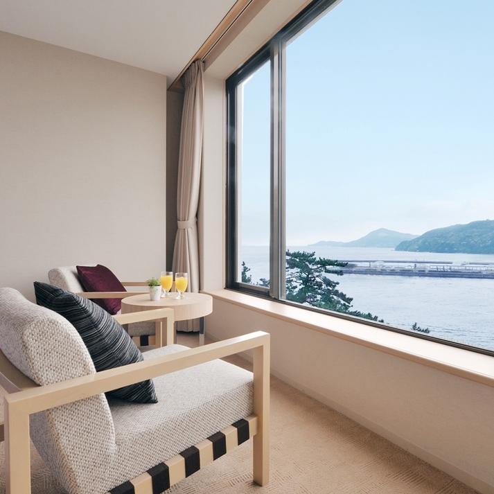 【ハーバービューツイン】全室が港に面し、海辺ならではの美しい夜景が楽しめるお部屋です。
