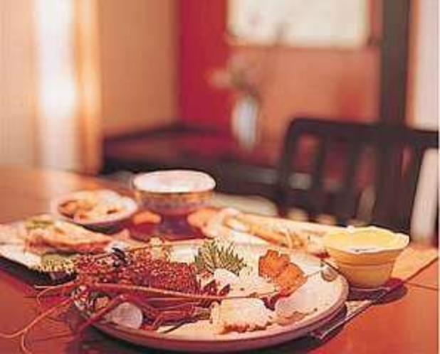 盛り付けにもこだわる伊勢海老料理の一品