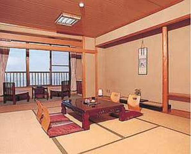 海と夕日が一望できる客室