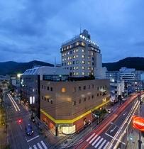 奄美サンプラザホテル全景(夜)