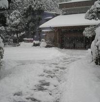 正面玄関(冬)