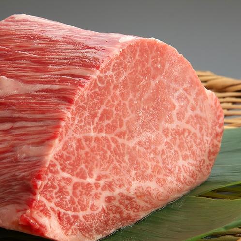 【名産】横手黒毛和牛 市内にわずか7軒でしか肥育されない貴重な牛。ジュワッと溢れる肉汁が特徴