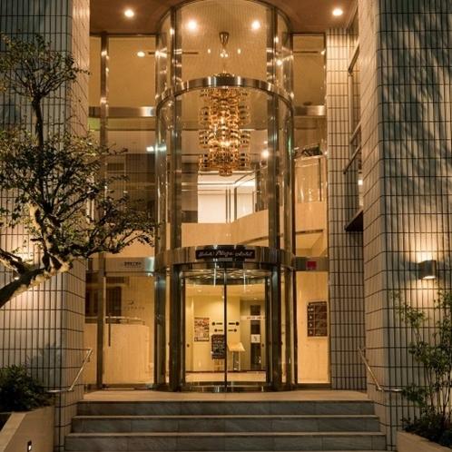 【玄関】JR横手駅東口を出てすぐ右手に見えるホテルです 徒歩約30秒
