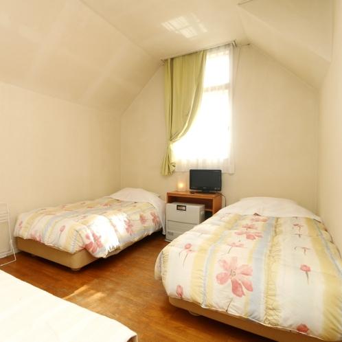 温かな雰囲気のツインルーム(客室203)