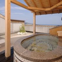 【客室露天風呂】モザイクタイルの客室露天風呂です♪※形などは当日のお楽しみでございます。