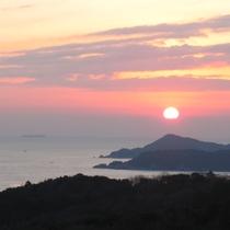 オーシャンビューの客室からは海辺からの朝日がご覧頂けます♪