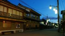*【周辺】旅館前の夜の風情漂う雰囲気は宿泊してならでは。