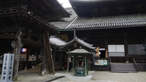 *【奈良・長谷寺の本堂】小初瀬山中腹の断崖絶壁に舞台造された南面の大殿堂の国宝。
