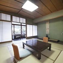 【別館トイレ付】窓からは緑が見え落ち着く空間の中でのんびりとお寛ぎいただけます