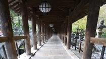 *【奈良・長谷寺の登廊】長谷寺の本堂まで続く、重要文化財。風雅な長谷型の灯籠を吊るしている。
