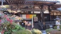 *【聖林寺】国宝十一面観音で広く知られるお寺。山門からの展望がよく、三輪山が美しく一望できる。安産祈