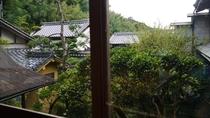 *【本館】本館のお部屋から眺める中庭の眺め。