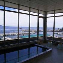 海が広がる展望風呂(男湯)