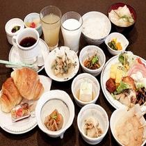 朝食の一例、たくさんのお料理をご賞味ください♪