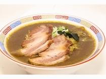 ご当地ラーメン「室蘭カレーラーメン」はちぢれ麺とスパイシーな濃厚カレースープがクセになります♪