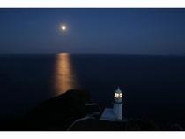 地球岬展望台から見る美しい満月。心癒されます。。
