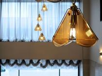 【ロビー】ロビーの天井照明