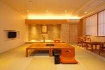 <特別客室 けまり>匠が手掛けたデザイナーズ半露天風呂。