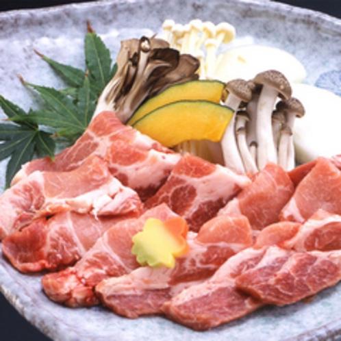 【一品料理※要予約】能登豚と旬野菜の陶板焼¥1,870
