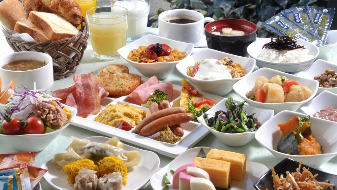 40品目以上の和洋様々なお料理とお飲物が、お客様の1日の活力をサポートいたします。