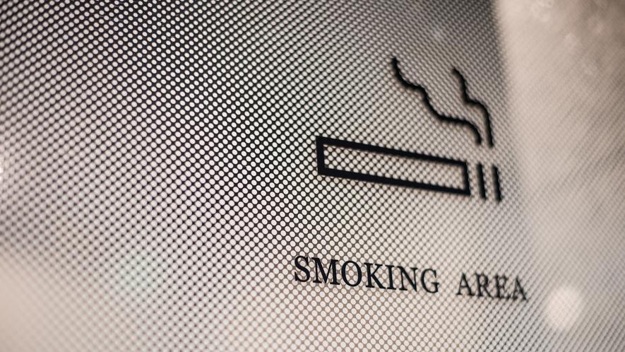 喫煙所(1階・フロント横)