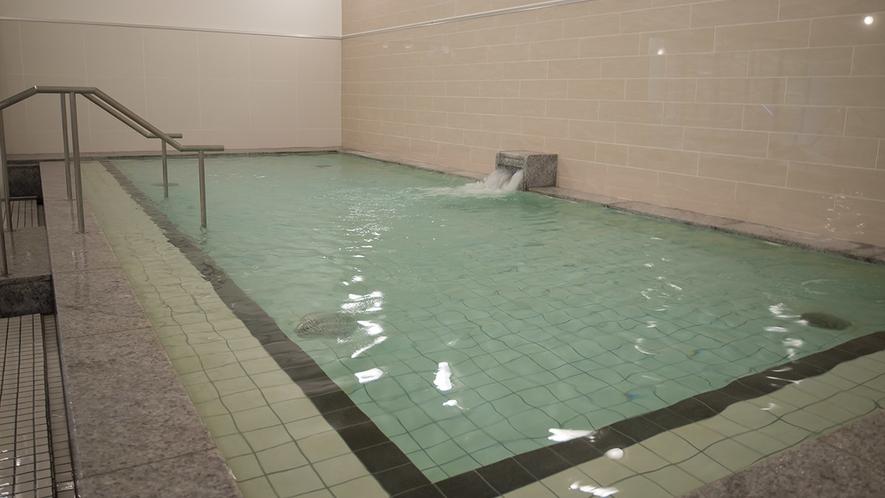 テルマー湯は炭酸濃度1100ppmで通常より高めの濃度で皆様にご提供しております。