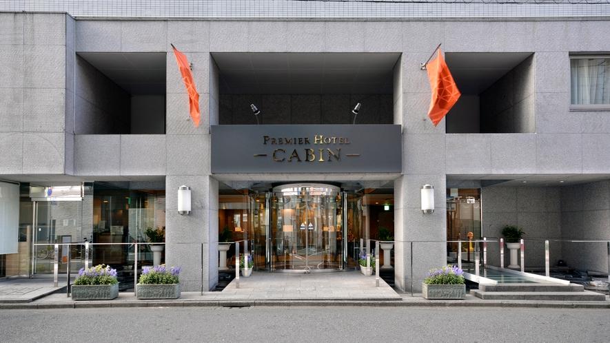 フロントは24時間オープンでお客様の快適な滞在をサポートさせて頂きます。