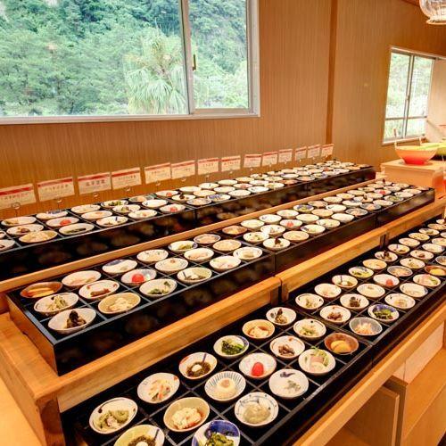 夕食 ハーフバイキング 種類豊富な豆皿料理は、お好きなものをお好きなだけ