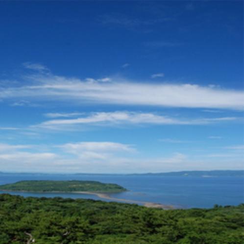 鹿児島湾(錦江湾)に浮かぶ美しい無人島です