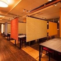 メインダイニング「菜摘」プライベートな空間が嬉しい仕切り付きのお席もご用意