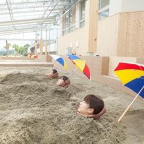 砂むし温泉 指宿に来たら指宿名物「砂蒸し温泉」。2013年8月にスペースを増床して開放的な雰囲気に一