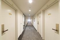廊下 ゆとりある廊下で大きなキャリーバックの方も安心です。