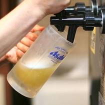 *【ビール/イメージ】旅先で飲むビールは格別