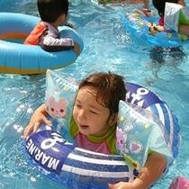 【夏】 屋外のプールでちびっこも安心して遊びます☆(夏季のみ営業)