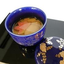 秋の茶碗蒸しは松茸の香りを添えて