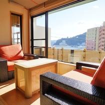 露天風呂付き客室【翠-kawasemi-】窓からは熱海湾がご覧いただけます!花火大会もお部屋から★