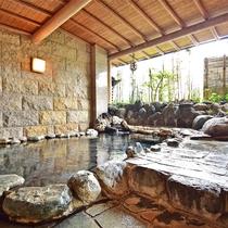 湯量が豊富な男性大浴場。なみなみたっぷりの熱海温泉をご満喫ください