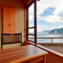 心地よい海風を感じる海側和室