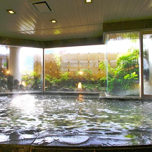 [湯量たっぷりの殿方大浴場で温泉をたっぷりご満喫ください]
