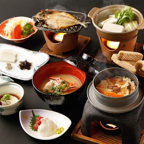 ゆったりお部屋でご朝食。人気の釜飯にアジの干物!