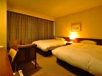 【本館ツイン】広い空間、広めのベッドでごゆっくりお過ごしください。