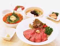 【選べる夕食プラン】イチオシ!鳥海えらび丼 秋田由利牛ローストビーフ丼とお好みの丼を選んで♪