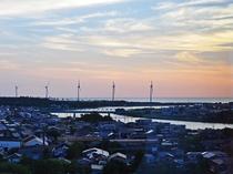 【施設周辺】子吉川とその向こうには日本海