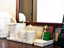 【本館ツイン】ごゆっくりおくつろぎ頂けるお茶、コーヒーセットもございます。