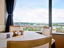 【朝食会場】日本海が望めます